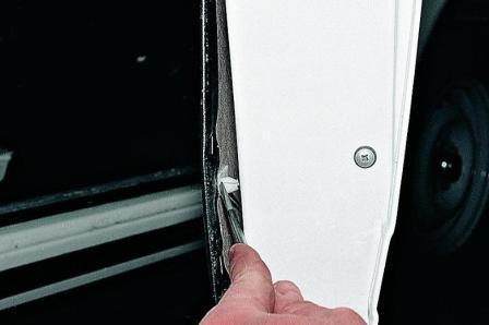 Как поменять обивку на металлической двери