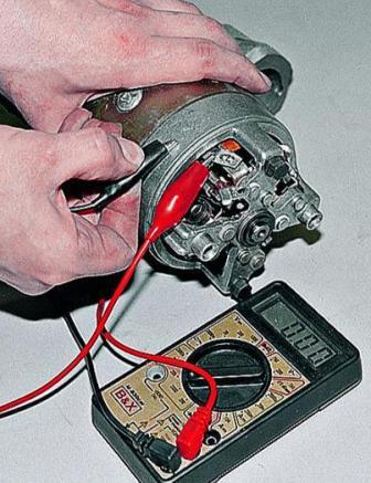 Проверка и ремонт стартера 35.3708 автомобиля ВАЗ-21213: http://avtomechanic.ru/niva-vaz-21213/elektrika-vaz-21213/proverka-i-remont-startera-35-3708-avtomobilia-vaz-21213