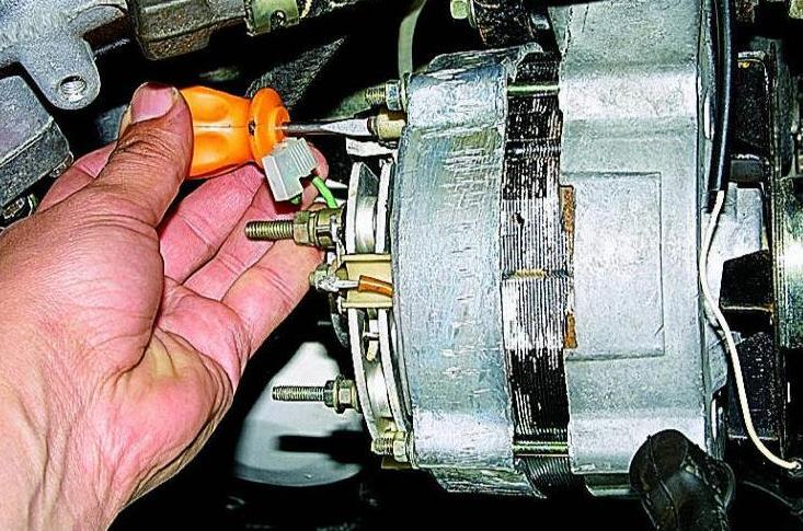 как перепаять щетки на генераторе kia ceed