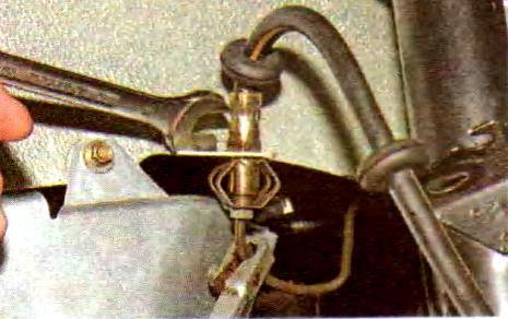 штуцер тормозной трубки.