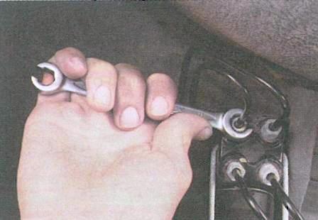 Прокачка тормозной системы - Renault Logan (Рено